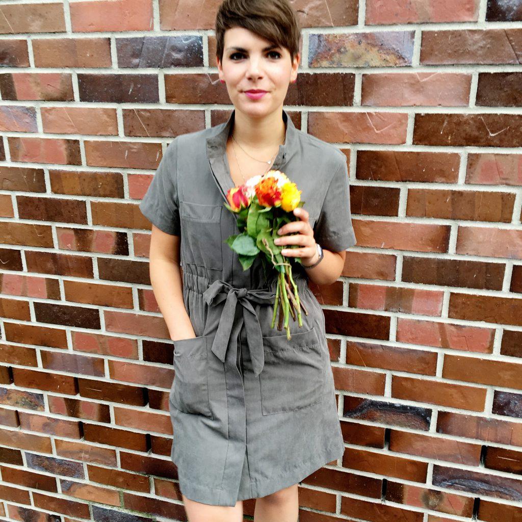 Kleid und Blumen